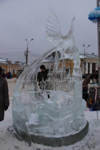 В Костроме Жар-птица затмила ледяного Пушкина